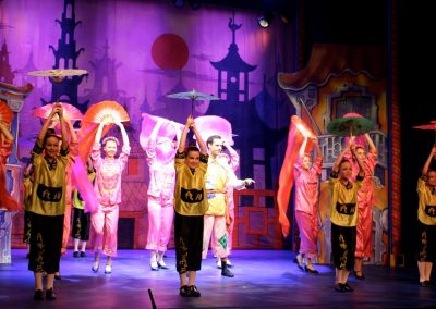 Aladdin Chorus Dancing